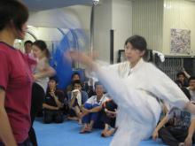 女性の蹴り